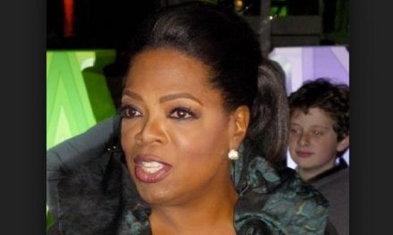 """Oprah Winfrey Thanked Her Mom Before She Died for Not """"Getting Rid of Her"""" in an Abortion"""