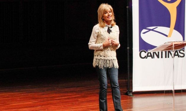 Beth Moore Challenges Theologian, Explains Why Women Should Preach in Church