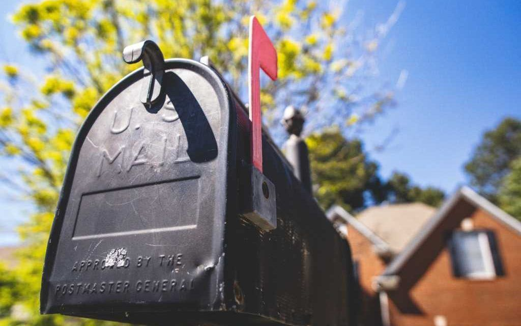 Beloved Mailman Receives Epic Last Day From 'Family' Along His 35-Year-Long Route