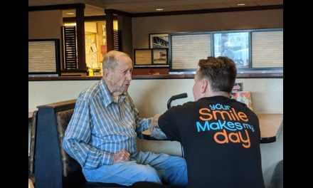 'Tears to My Eyes': Restaurant Server Skips Break to Spend Time With WWII Veteran Eating Alone