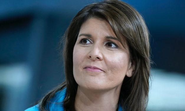 Former UN Ambassador Nikki Haley Says Top Aides Tried to Undermine Trump, Wanted Her to Join Them