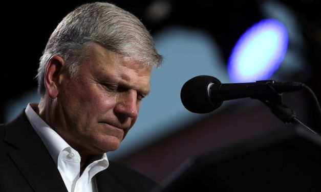 Franklin Graham Asks Americans to Pray for Trump as Impeachment Hearings Begin